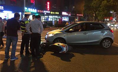【事故】当骑电动车的大妈撞上了开车的美女