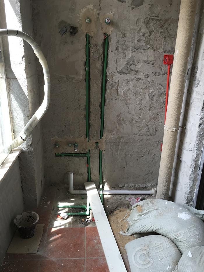 3热水器同侧-改好的水管线.JPG