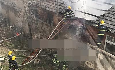 【多图】东二环一城中村内突发大火,太危险!