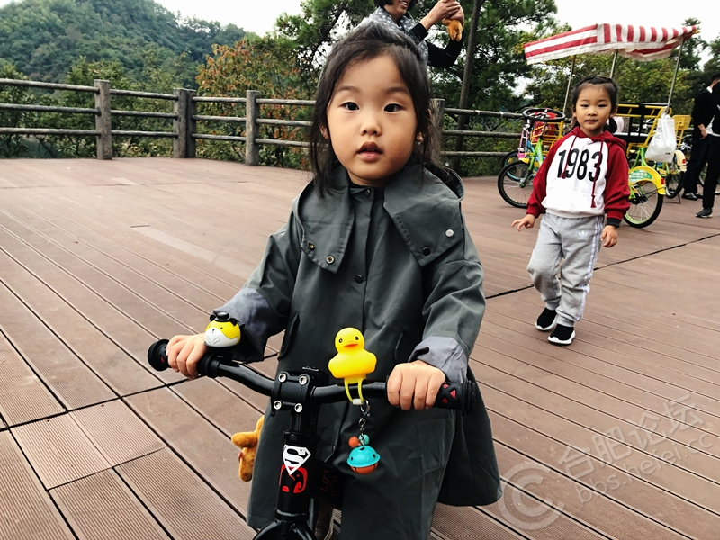 骑自行车很开心.jpg