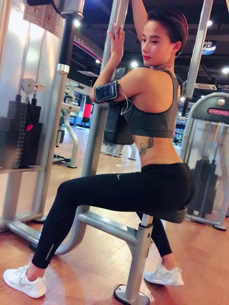 美女健身教练私照