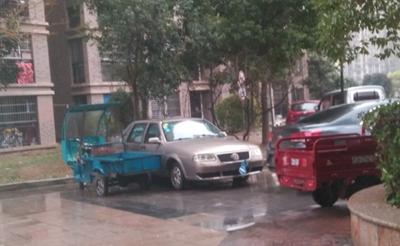 怒!小区成了停车场,文昌雅居小区管理太混乱