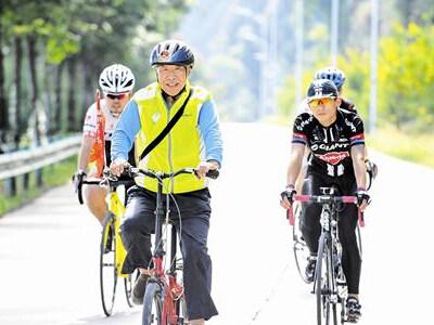 老人骑单车跑遍大半个中国