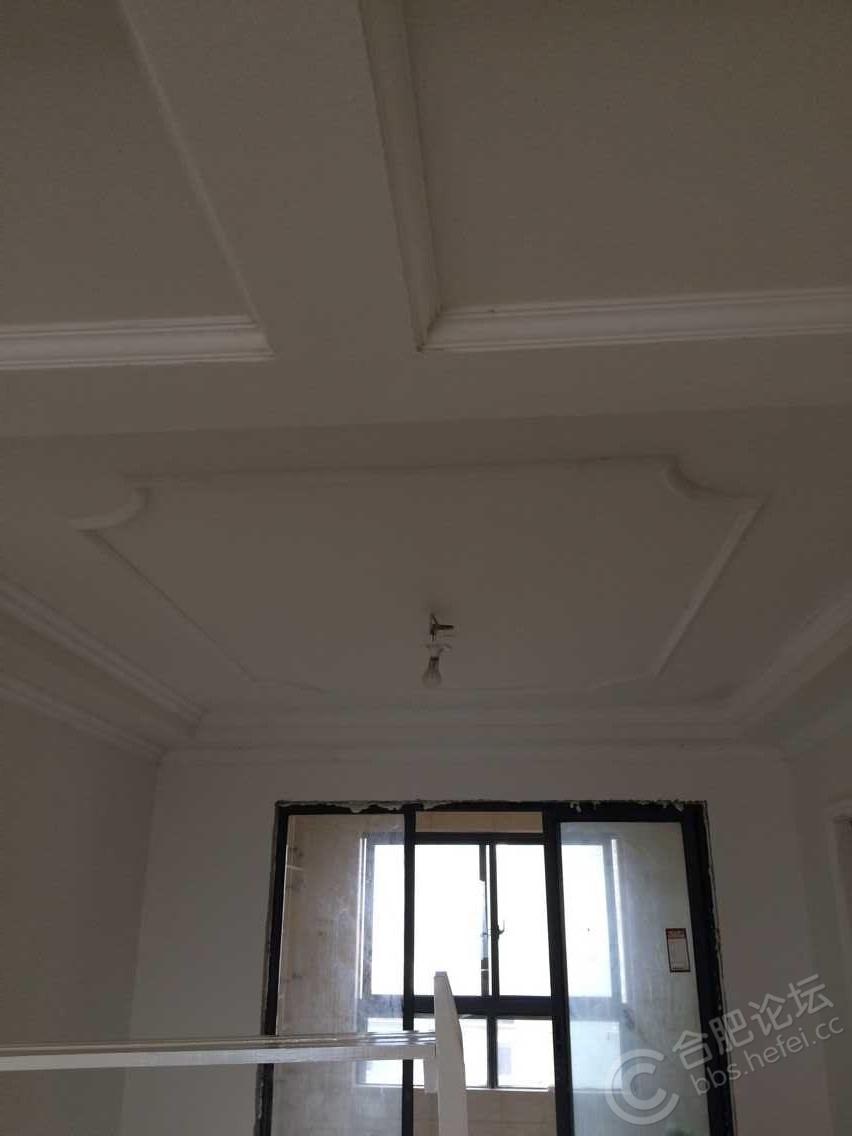 客餐厅,走道的吊顶,电视机背景墙,还有三个卧室都走石膏线,所以这个工