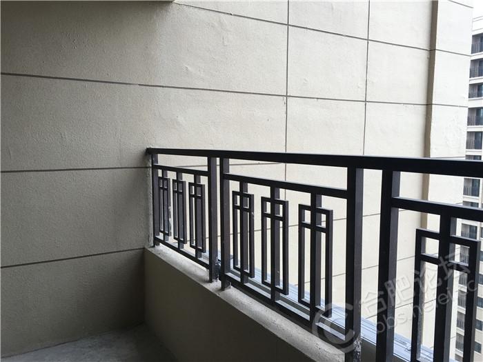 2南阳台热水器对面一侧.JPG