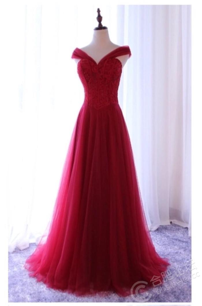 酒红色礼服超显瘦随意五穿.jpg