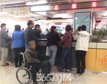 限购下蚌埠一家人推着轮椅携九旬老人来合肥过户