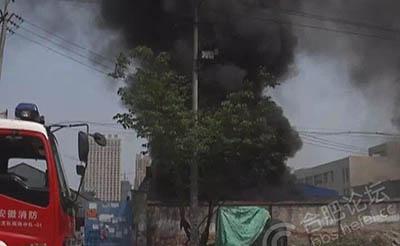 【火灾】肥东一厂区着火,浓烟滚滚几百米!