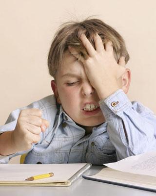 """孩子不爱学习 家长要装""""笨"""""""
