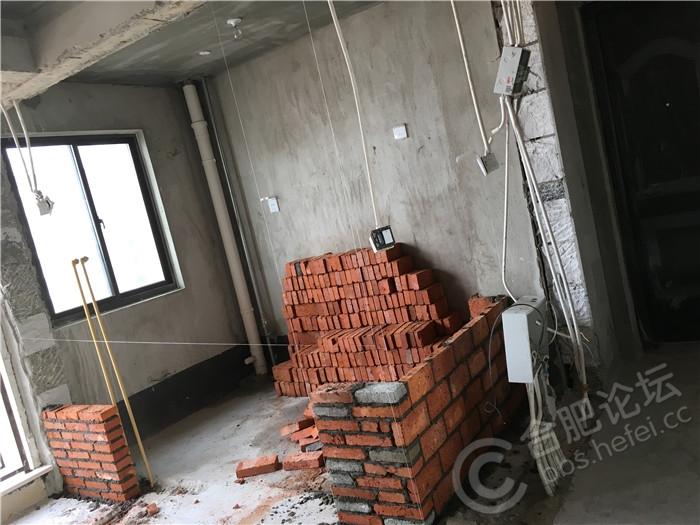 砌厨房的薄墙.JPG