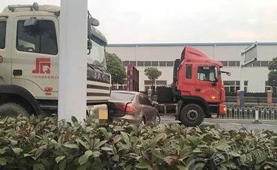 【事故】好险!祁门路与桐城路交口三车相撞