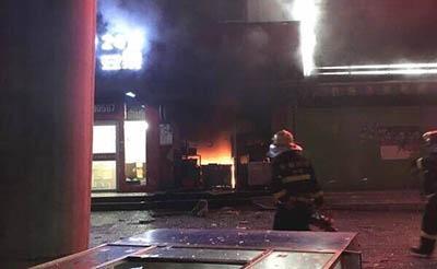 【惊险】小吃店起火,消防搬出三个液化气罐