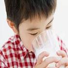 """5种""""伪营养""""奶别给孩子喝"""