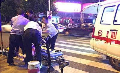 【小辉新闻】奇!行人竟把骑电动车的撞进医院