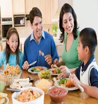 最好的教育就是坐在一起吃很多顿饭