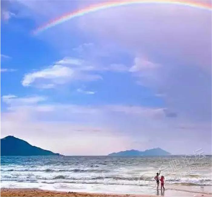 海边沙滩人物素材png免抠